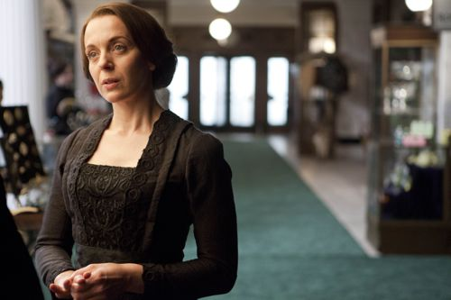 Amanda Abbington as Miss Mardle.