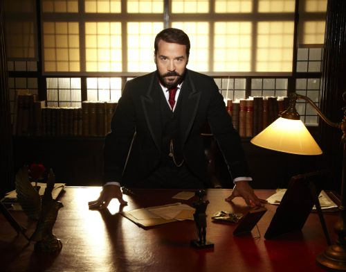 Jeremy Piven as Jarry Selfridge.