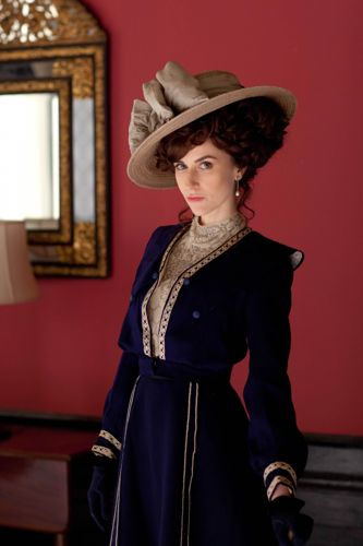 Katherine Kelly as Lady Mae Loxley.