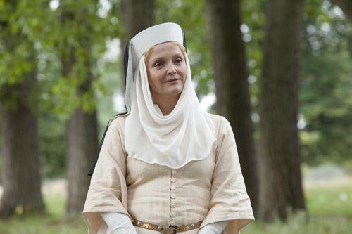 Miranda Richardson as Cecilia.