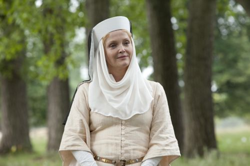 Miranda Richardson as Cecilia.