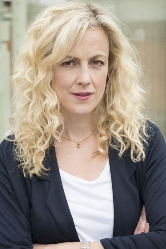 Marian Saastad Ottesen as Liv.