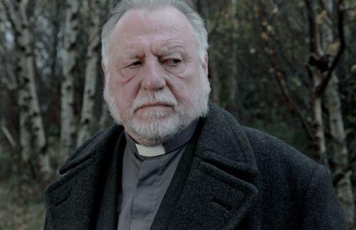 Kenneth Cranham as Vicar Oddie.