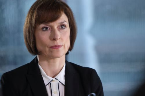 Amelia Bullmore as Gill Murray.