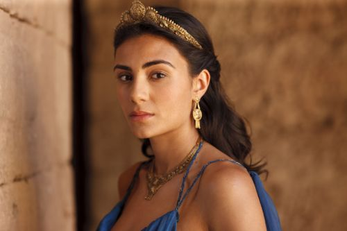Aiysha Hart as Ariadne, heir to the throne.