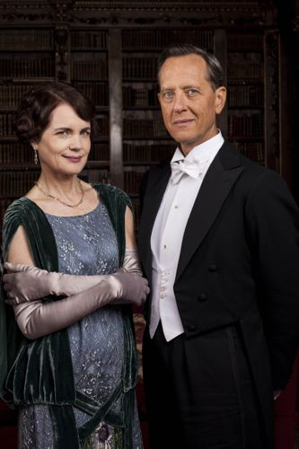 Cora (Elizabeth McGovern) and Simon Bricker (Richard E. Grant).