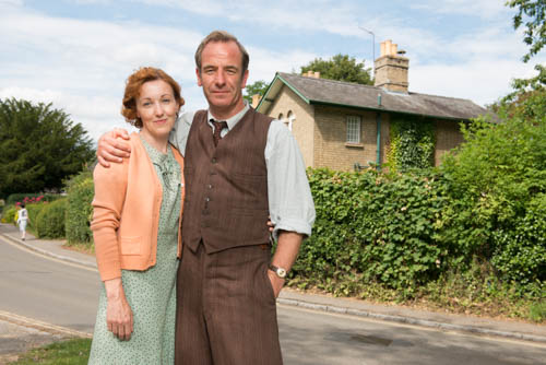 Kacey Ainsworth as Cathy and Robson Green as Geordie.