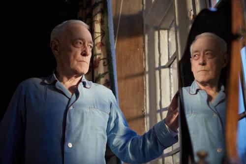 John Mahoney as Andrew Del Mar.