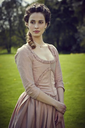 Heida Reed as Elizabeth.