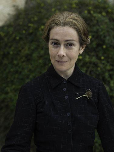 Charlotte (Emma Fielding).