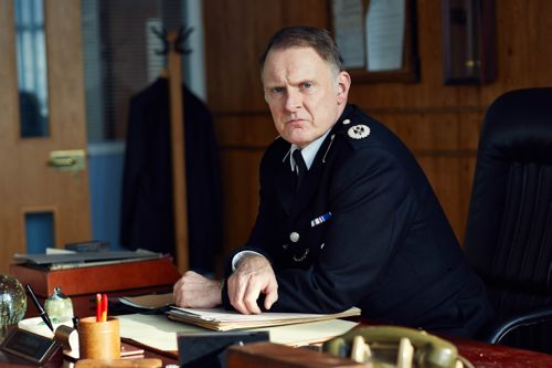 Robert Glenister as DCC Chapman.