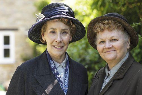 Mrs Hughes (Phyllis Logan) and Mrs Patmore (Lesley Nicol).