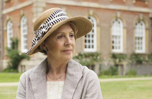 Isobel Crawley (Penelope Wilton).
