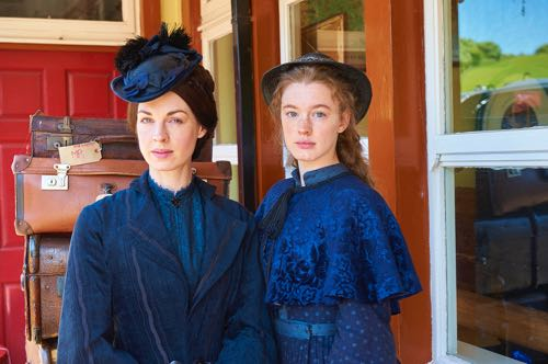 Jessica Raine and Amy James-Kelly as Annie and Martha Quaintain.