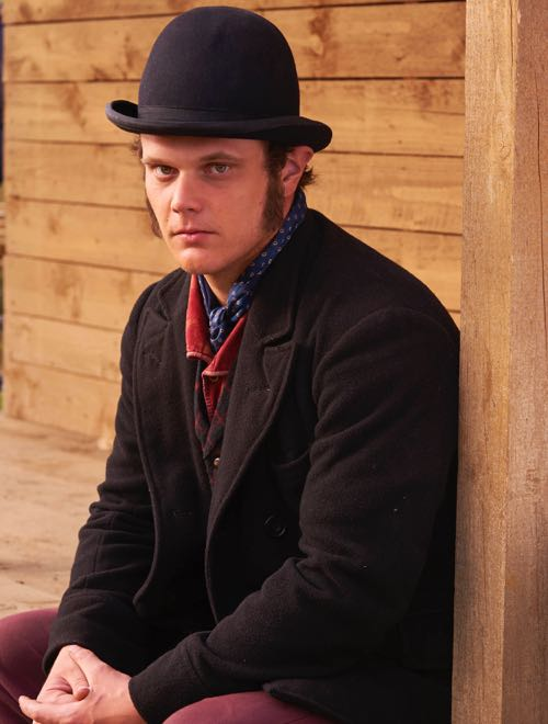 Stephen Thompson as Davey Sharp.