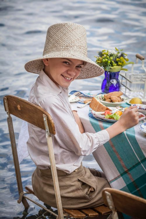 THE_DURRELLS_EP2_04