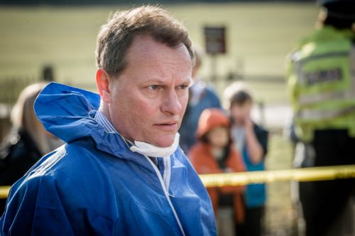 Neil Stuke as Michael Niles.