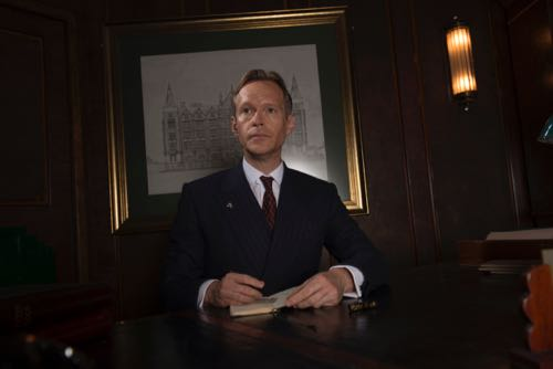 Steven Mackintosh as Richard Garland.